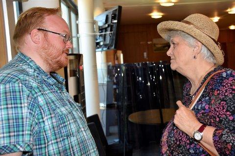 FIKK MYE MOTBØR: Kultursjef Christer Best Gulbrandsen fikk hard kritikk av politikerne og Åse Klundelien. Hun er leder av Hokksund Arbeiderlag.