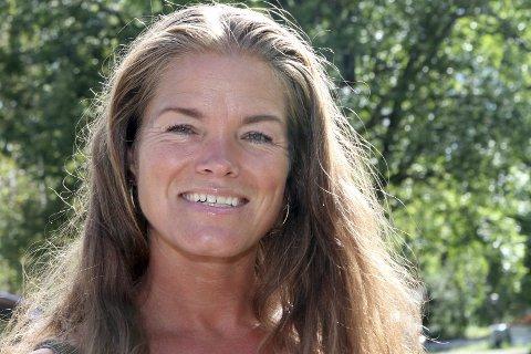 Sine Frødin er leder av Østsiden velforening. Nå inviterer de til folkemøte for å redde Fjerdingstad Grendehus i Skotselv.