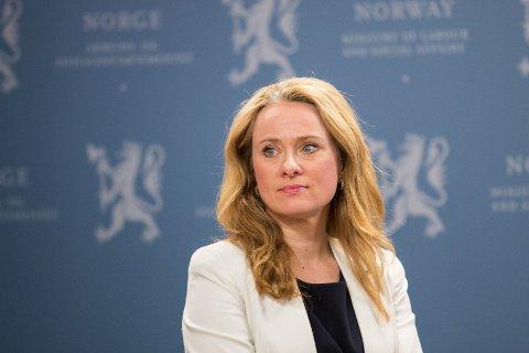 ARBEIDSPLIKT: Arbeids- og sosialminister Anniken Hauglie (H) oppfordrer kommunene til å innføre arbeidsplikt også for voksne sosialhjelpsmottakere.