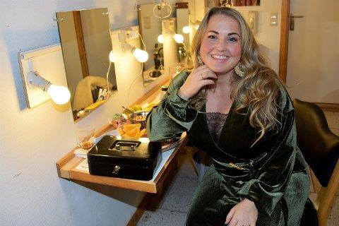 FØRSTE GANG: På opptreden i Modum. USA- og Irland-aktuelle Helene Bøksle ga mye ros til Modum Janitsjar og musikalsk leder Øystein Olsen Vadsten.