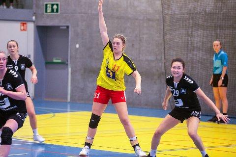MISFORNØYD: Emilie Sjøgren og resten av Hokksund-spillerne var lite fornøyd med innsatsen da de tapte 25-29 mot Åsane lørdag.