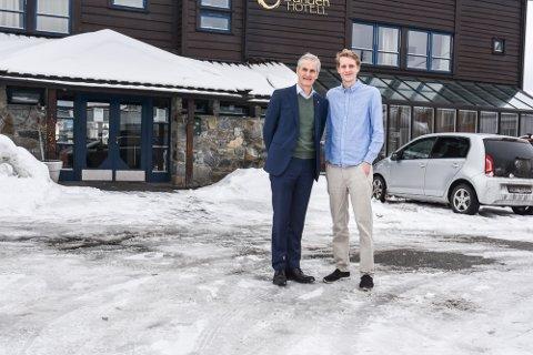 TOPPMØTE: Jonas Gahr Støre og Niclas Tokerud møttes over en kopp kaffe torsdag ettermiddag.