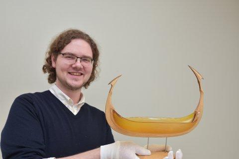 """Henrik Somdal med """"Glassskipet"""" venneforeningen har kjøpt."""