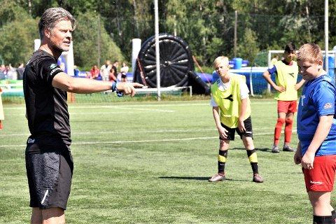 STORT ØYEBLIKK: For Vikersund 13- og 14-åringer da Vegard hansen kjørte en treningsløkt med dem.