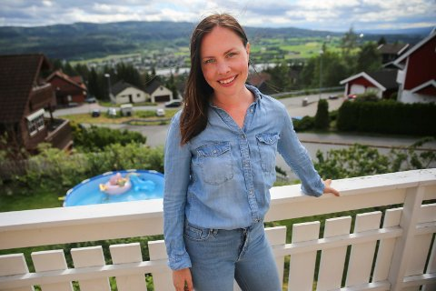 FOSSER FRAM: Cathrin Janøy (MDG) har god grunn til å smile. En fersk meningsmåling viser nemlig at partiet nå er det tredje største i Nedre Eiker med en oppslutning på 10,2 prosent. Ved kommunestyrevalget i 2015 endte MDG i Nedre Eiker på 3,3 prosent.