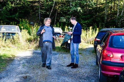 Befaring av bostyrer hos Gulbrandsen Billakkering-Bildeler. Her hjemme hos innehaver i Dalegården. Leif Arne Rolfstad (t.v.) sammen med bobestyrer Martin Wøien Gilhuus fra Fulford Pettersen & Co Advokatfirma AS i Drammen.