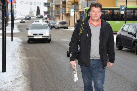 SKIFTER BEITE: Etter tre år i sjefsstolen for Eikebladet har Stig Odenrud valgt å forlate avisa til fordel for en  journalistjobb i sine egne hjemtrakter i Gudbrandsdalen.