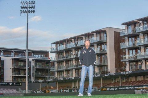 ÆLV CLASSICO: Vegard Hansen (51) har vært Mjøndalen-trener siden 2006. Nå sender han «Alle gutta» ut i lokalt rivaloppgjør - også kalt «Ælv Classsico» mot Strømsgodset.