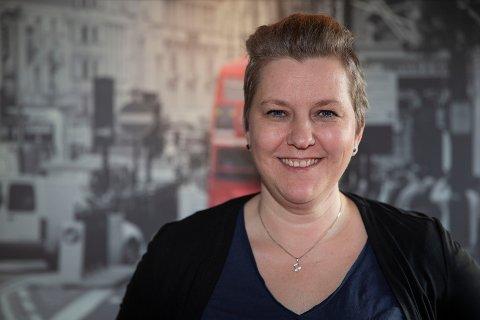 Marianne Hordnes fra Krokstadelva er en av mange i showkoret Samklang som forbereder «Let's Go To the Movies»-show i Mjøndalen samfunnshus. Foto: Anders Kongssrud.