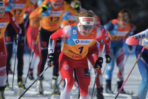 Helene Marie Fossesholm fra Vestfossen og Eiker Ski gikk ut med startnummer en og utklasset konkurrentene på 15 kilometer i junior-VM. Foto: Erik Sergio Aukland.