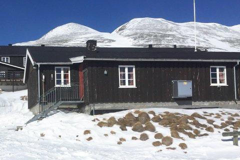 GRATIS PÅSKEFERIE: Dette er selvbetjeningshytta i Dørålen der skituristene har forsynt seg grådig av provianten.