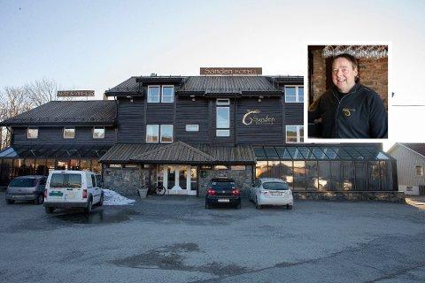 Roar Sanden har gjenåpnet hotellet med reduserte åpningstider.