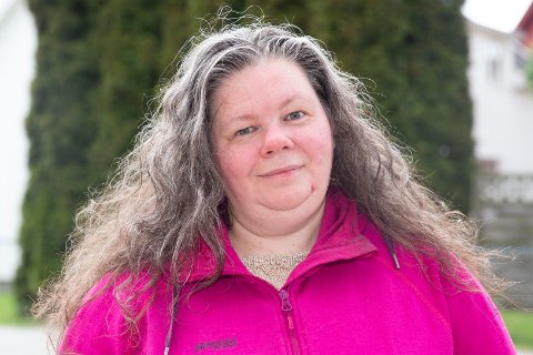 JUBILANT: Marie Skogsrud fra Solbergelva har årelang erfaring fra Kiwi. Torsdag 28. mai 2020 fyller hun 50 år. Foto: Anders Kongsrud.