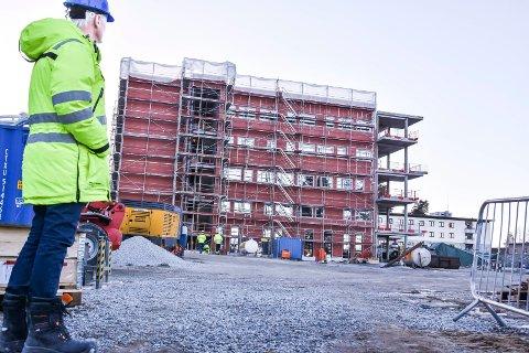 KONKURS: Mandag ble det åpnet konkurs i Mjøndalenfirmaet Bermingrud Entreprenør AS. Dette bildet er fra 2017 da de bygde nye Modumheimen.