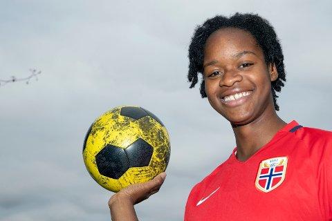 GOALGETTER: Joshualyn Reeves fra Vestfossen sørger for nettkjenninger på Øvrevoll Hosles kvinnelag.