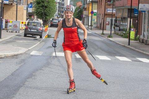 AMBISJONER: Solveig Hofstad Steen fra Mjøndalen vil bli best mulig som langrennsløper og forbereder seg til vintersesongen med trening på rulleski.