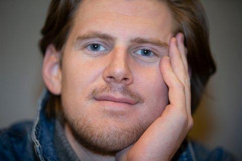 SKUESPILLER: Joakim Tandberg fra Hokksund er etablert som profesjonell skuespiller med internasjonale oppdrag.