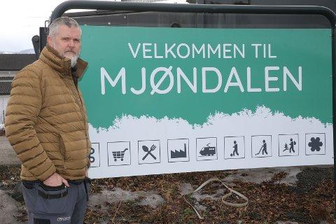 «SNAKK OPP»: – Det er rundt hundre forskjellige næringsvirksomheter i Mjøndalen. Her kan du få «alt», sier Trond Gustavsen og ønsker velkommen til Mjøndalen.