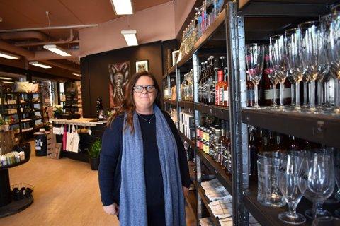 FLYTTET: Janne Falch Andersen startet gavebutikken Frøken Mina i mars 2019. I februar 2020 flyttet de inn i større lokaler. Så kom koronaen