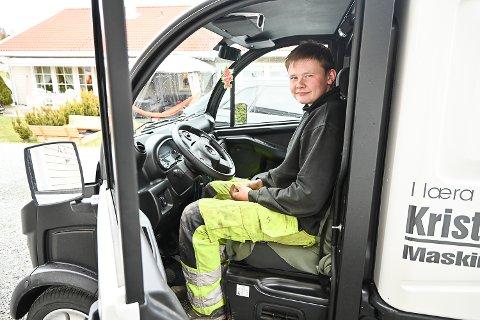 SJØLBERGA: Med mopedvarebilen trenger ikke 17 år gamle Dag-André Bergan Hæhre være avhengig av andre for å komme seg ut på jobb.