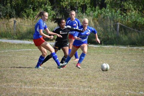 Bilde fra fjorårets Norway Cup-kamp mellom Drivs jenter 15/16 og Hordabø.
