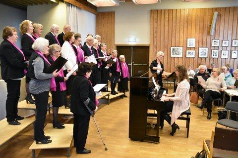 Det tillates ikke lenger arrangementer med sang og musikk i Herredstyresalen på dagtid. Her fra da Seniorkoret arrangerte sangerstevne i 2018.