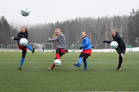 Fire i skuddet: F.v. Betina Holm, Sarah Stabbetorp, Tuva Stubberud og Marie Svenningsen.