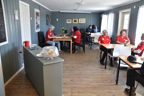 Røde Kors kaféen i Kirkebygda åpnet første gang i nyoppussede lokaler i Kirkebygda 9. april i fjor. Tirsdag 19. mai gjenåpner de etter korona-stengning.