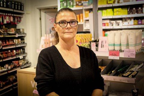 Assisterende butikksjef for Vita på Ski storsenter,  Heidi Hansen, sier at det er damer på hennes egen alder som oftest tar for seg i butikken.