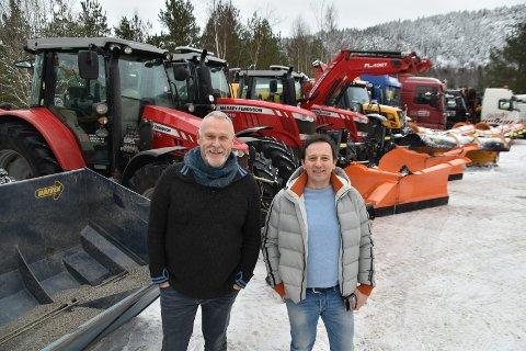 Brøyter i hele Enebakk: Rune Reierth (t.v.) og Vlada Dinic leverte like godt tilbud på alle tre rodene i Enebakk - og fikk kontrakt på alt. Kontrakten gjelder til september 2024.