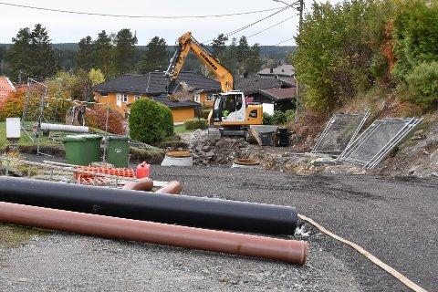 Kommunen og vannverket graver i Våglia.