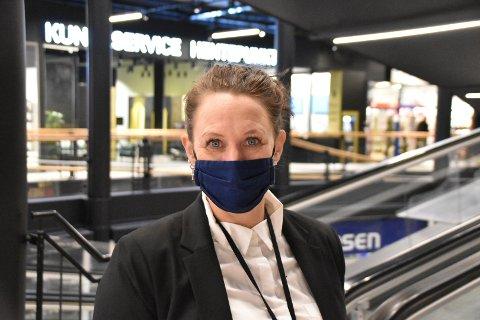 Elisabeth Nordstoga fra Ytre har jobbet i fem år på Kundeservice på Ski storsenter, og hun trives godt med kunder, kolleger og med kontakten de har med de rundt 145 butikkene.
