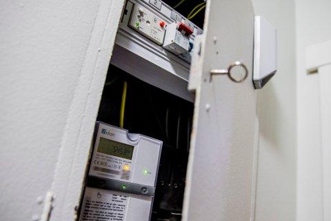 FANT BEBRØRINGSFARLIG FEIL: En kontroll av det elektriske anlegget i rekkehuset på Lørenskog avdekket 65 avvik. Blant dem var manglende avdekning i sikringsskap og en koblingsboks uten dekklokk. Illustrasjonsfoto: NTB