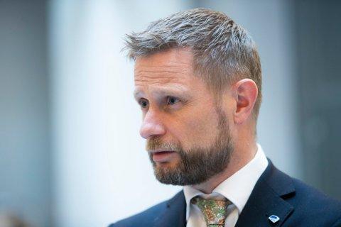Helse- og omsorgsminister Bent Høie ga et klart og tydelig budskap i kveld. Situasjonen er alvorlig i Viken.