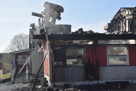 Politiet i Øst har kunnet konkludere med at tre branner var påsatt på Familiens Hus; en ved inngangen til NAV og to på siden av Joker-bygningen. De mener de har de skyldige på tiltalebenken.