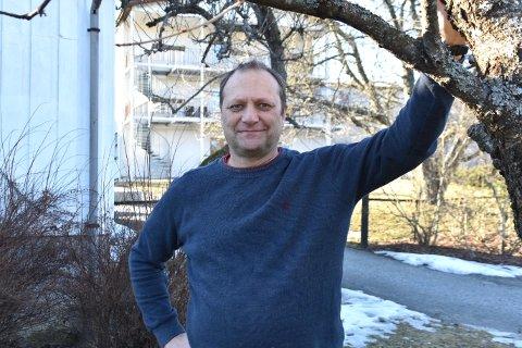 Siden 2002 har Oddmund Garden vært inn og ut av behandling cirka en gang i året, med påfølgende rehabilitering. Han lever med to hjernesvulster.