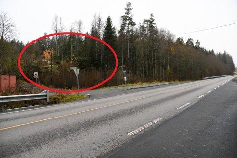 Området som Enebakk kommune ønsker å bygge boligene på ligger vest for fylkesvei 155 i Råkendalen.