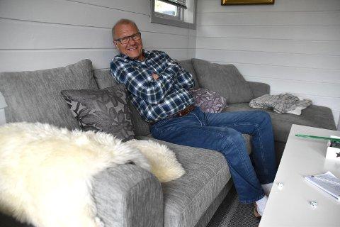 Her trives Terje Østvåg godt, i leiligheten sin i Sløssåsveien bokollektiv.