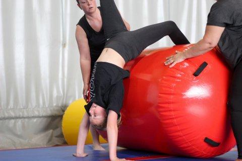 Nora Næssvold i aksjon under treningen og sommeravslutningen i Flatebyhallen i helgen.