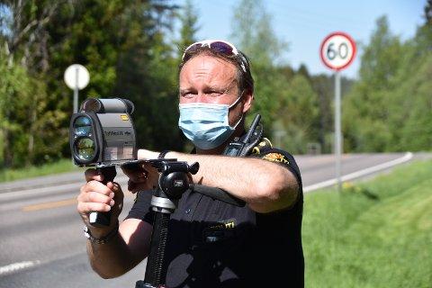 Mye stygg kjøring i Enebakk: Her er gruppeleder i UP, Rune Dahl, i en kontroll i slutten av mai.