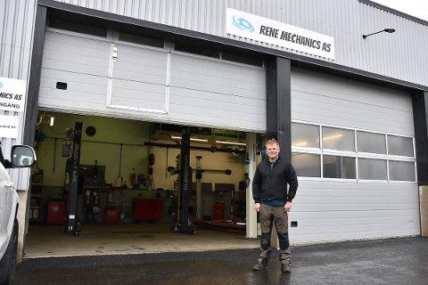 Rene Buch startet bilverksted i Bruseveien på Flateby for få uker siden.