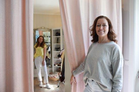 Gry Solberg driver Vanezza, og dattera Silje Solberg har fått jobbe litt som både modell og fotograf i nettbutikken. Nå er Vanezza tildelt 60 000 kroner.