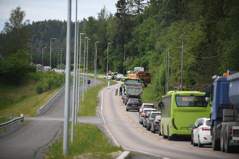 ALVORLIG: En ung mann er fraktet til Oslo universitetssykehus Ullevål etter ulykken onsdag formiddag.