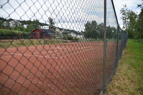 Gaupeveien 1, med to tennisbaner og klubbhus i Ytre Enebakk, har blitt interessant for noen.