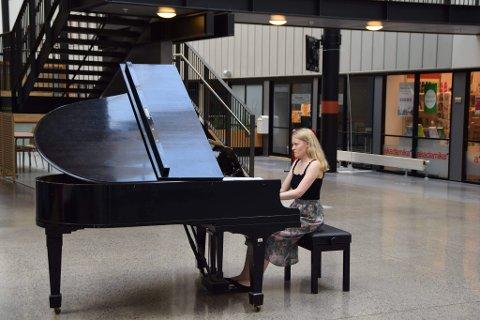Hedda Nordhagen vokste opp med mange musikere rundt seg. Etter på ha prøvd både fiolin, dans og håndball, var det piano hun endte med å satse på.