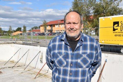 Enhetsleder for prosjektavdelingen i kommunen, Edgar Nordhus, forteller at det vil bli noen endringer i forhold til hva som opprinnelig var tenkt av gjenbruk av grunnmur og grunnpilarer under gjenoppbyggingen av Familiens hus.