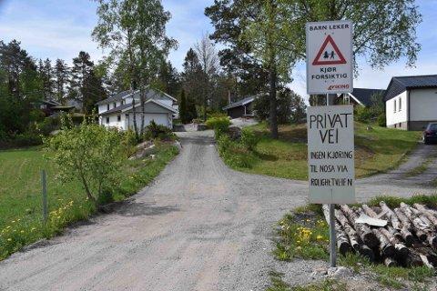 Da Lyseren Strandpark også satte i gang på Nosahalvøya ville de ha rett til å bruke Rolighetveien og stevnet grunneierne, som har sagt nei.