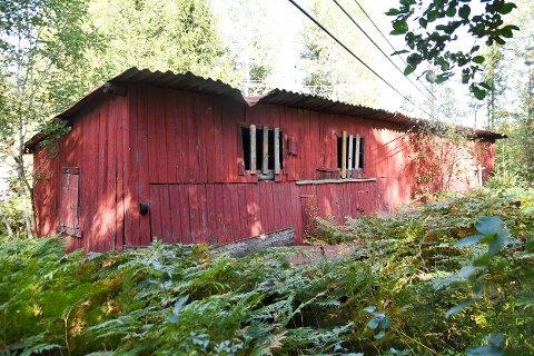 Dette gamle bygget i Sulerudveien i Ytre skulle vært revet før sommeren.