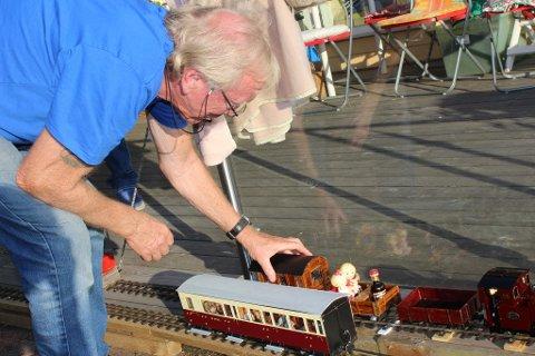 Tom Anke i Sløssåsveien klargjør toget for en runde.