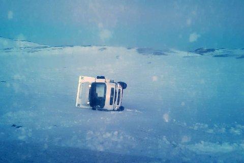 UTFORKJØRING: Lastebil havnet utfor skråning. Foto: iFinnmark-tipser